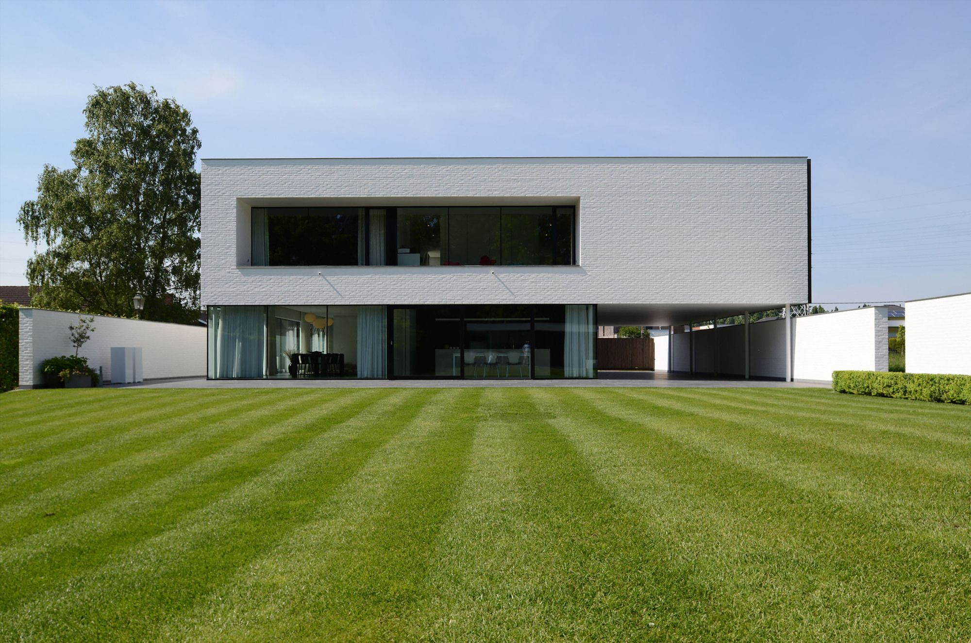 Impressionnante maison contemporaine flamande au design minimaliste