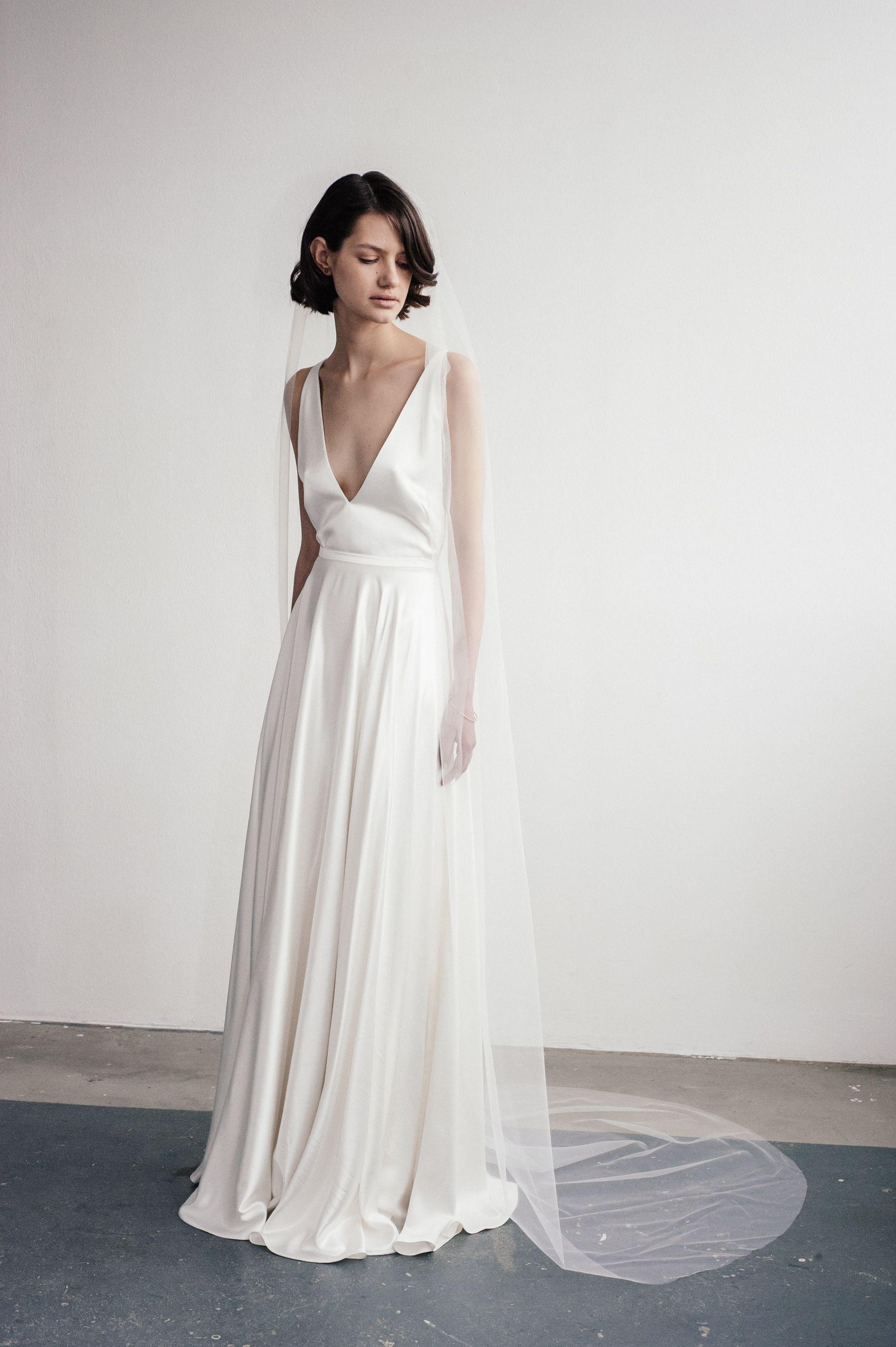 Lilly Ingenhoven Bridal - Dieses bodenlange Brautkleid betont, dank ...