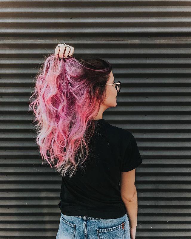 Cabeleira  gente a @kaianedealmeidaa tá sorteando fazer um cabelo colorido lá … – Camila Rech