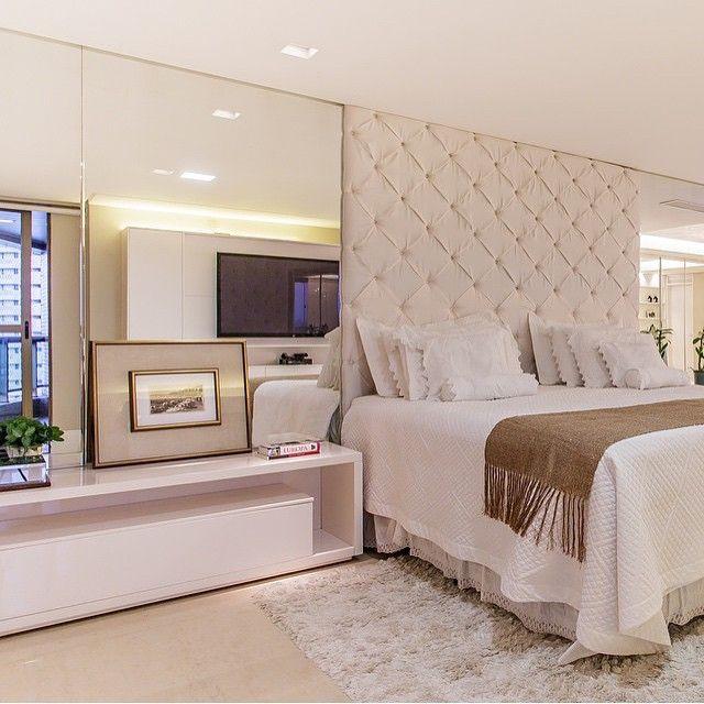 Boa noite!!! Suíte master, destaque para a cabeceira estofada e grandes espelhos laterais que ficou magnífico!!! Projeto top by @leonardomaiaarquitetos #quarto #bedroom #suíte #homedesign #interiordesign #arquitetura #cool #luxury #reference #architecture #requinte #criative #decorcriative #instabest #sofisticado #glamour #fabiarquitetainspira #decoration #decoracion #archdesign #decor #arquiteta #arquiteto #architect #fabiarquiteta