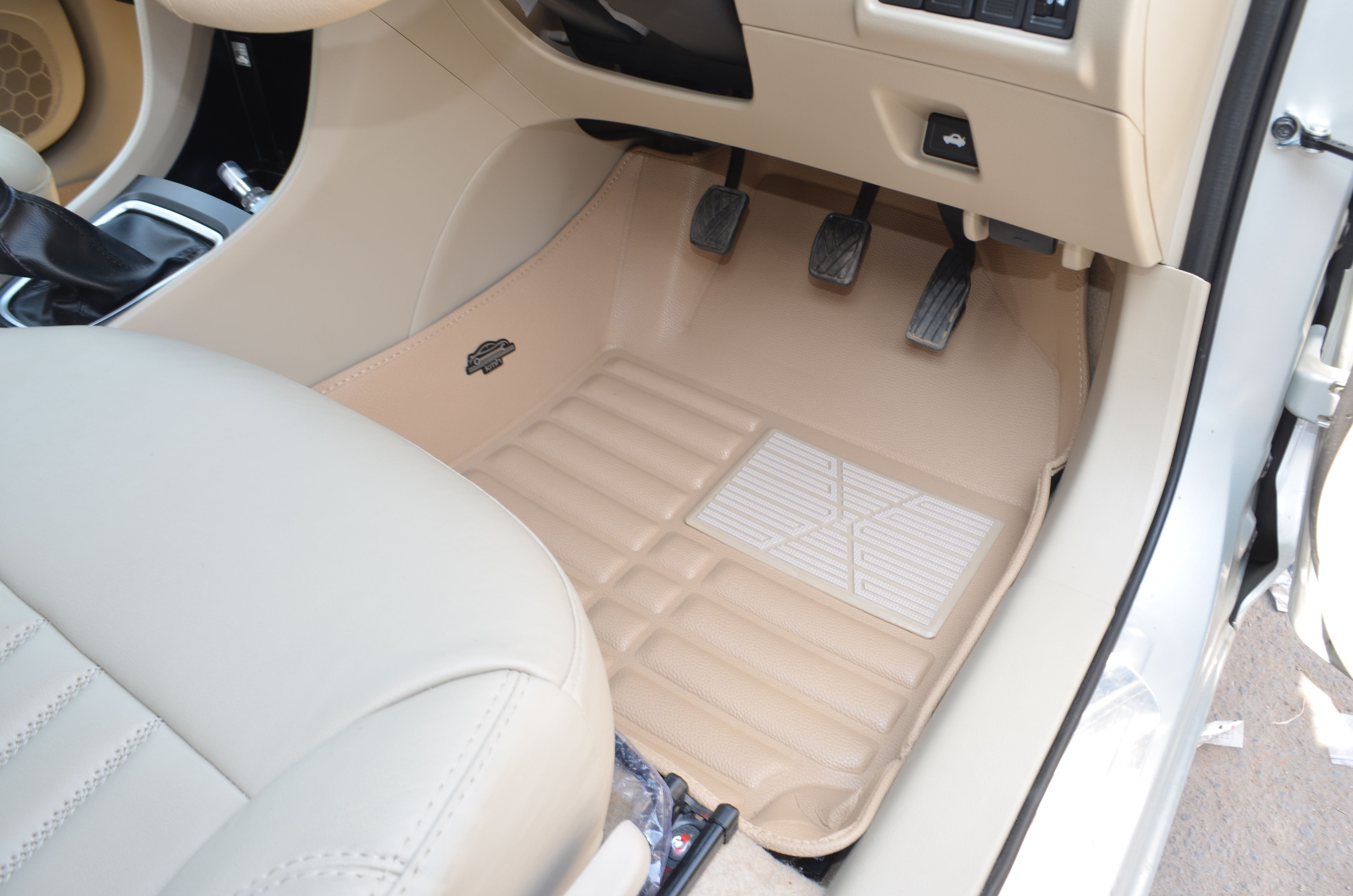 Kmh 5d Mat Fitted In Maruti Suzuki Ciaz Beige Colour Caraccessoriesonline Carfloormats Car Buying Tips Car Buying Car