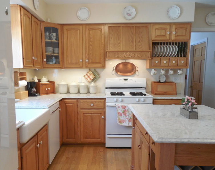Easy kitchen update with oak cabinets and white appliances ...