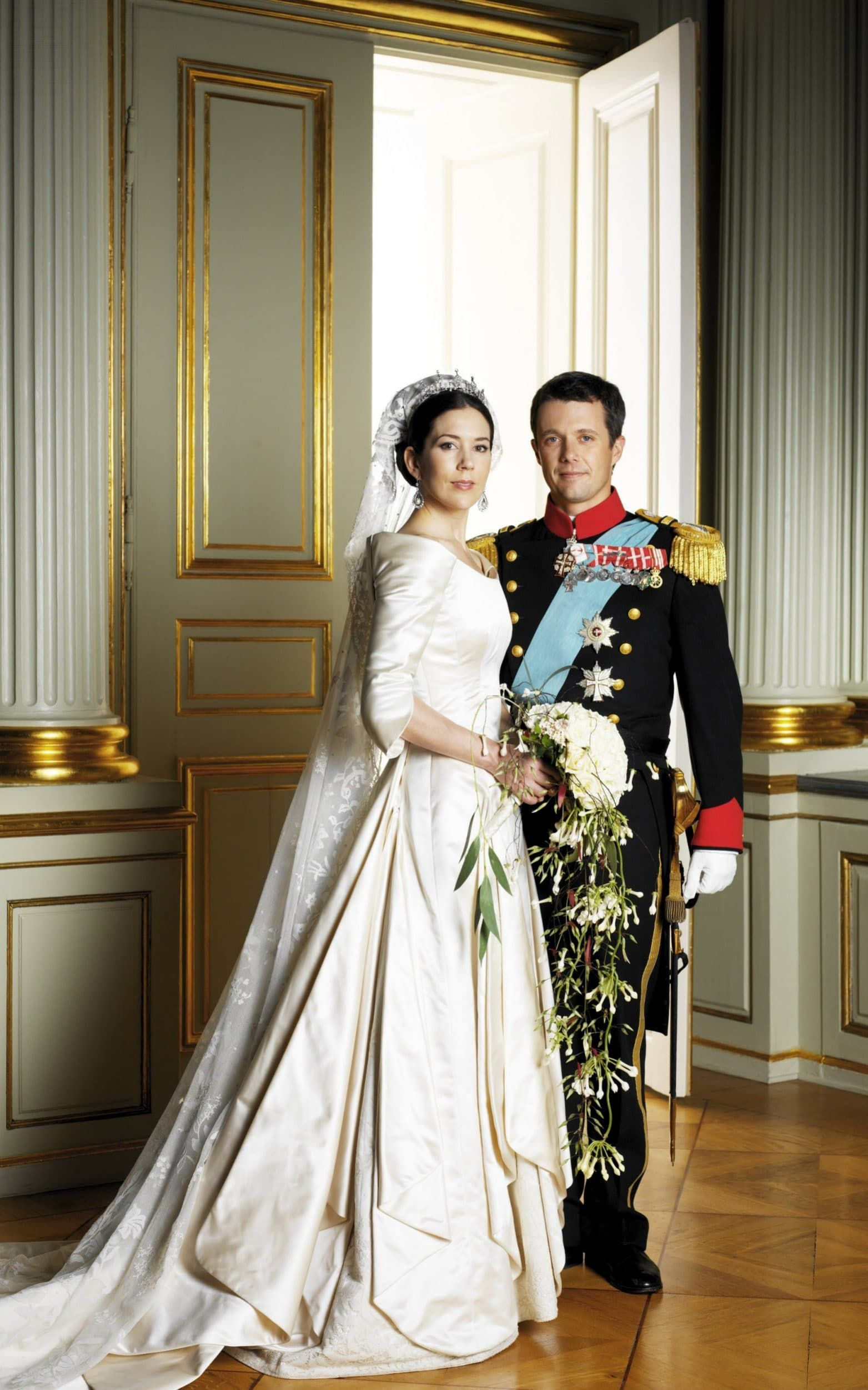 On What Would Have Been Princess Beatrice S Wedding Day Revisit The Most Beautiful Royal Wedding Dresses Of All Time Royal Wedding Dress Royal Wedding Gowns Royal Brides [ 2501 x 1563 Pixel ]