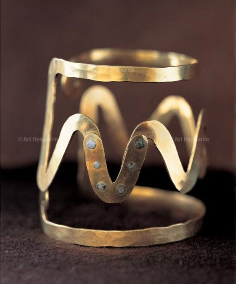 Bracelet Alexander Calder, gold wire ca. 1947. Photo: Calder Foundation New York ART 366411