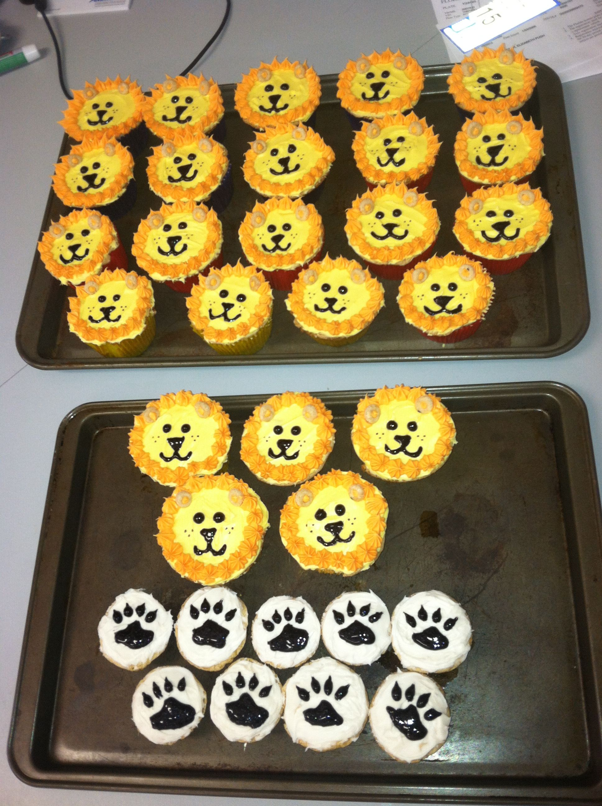 Magnificent Birthday Lion Cupcakes With Paw Prints With Images Kids Funny Birthday Cards Online Alyptdamsfinfo