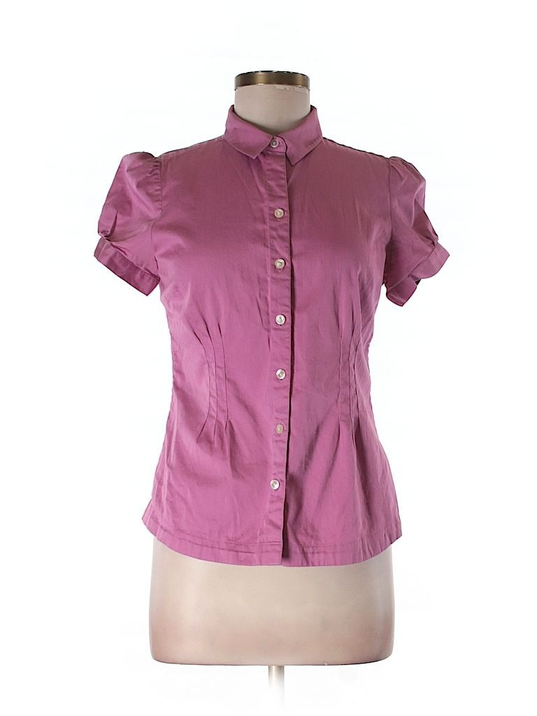 Check it out—Banana Republic Short Sleeve Button-Down Shirt for $5.99 at thredUP!