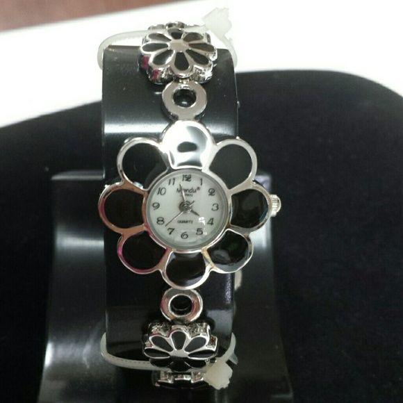 "Silver&BlackFlowerWatch ThiswatchisNWOT.Pearllikeface.8""adjustableband.Needsabattery. Mondu Jewelry"