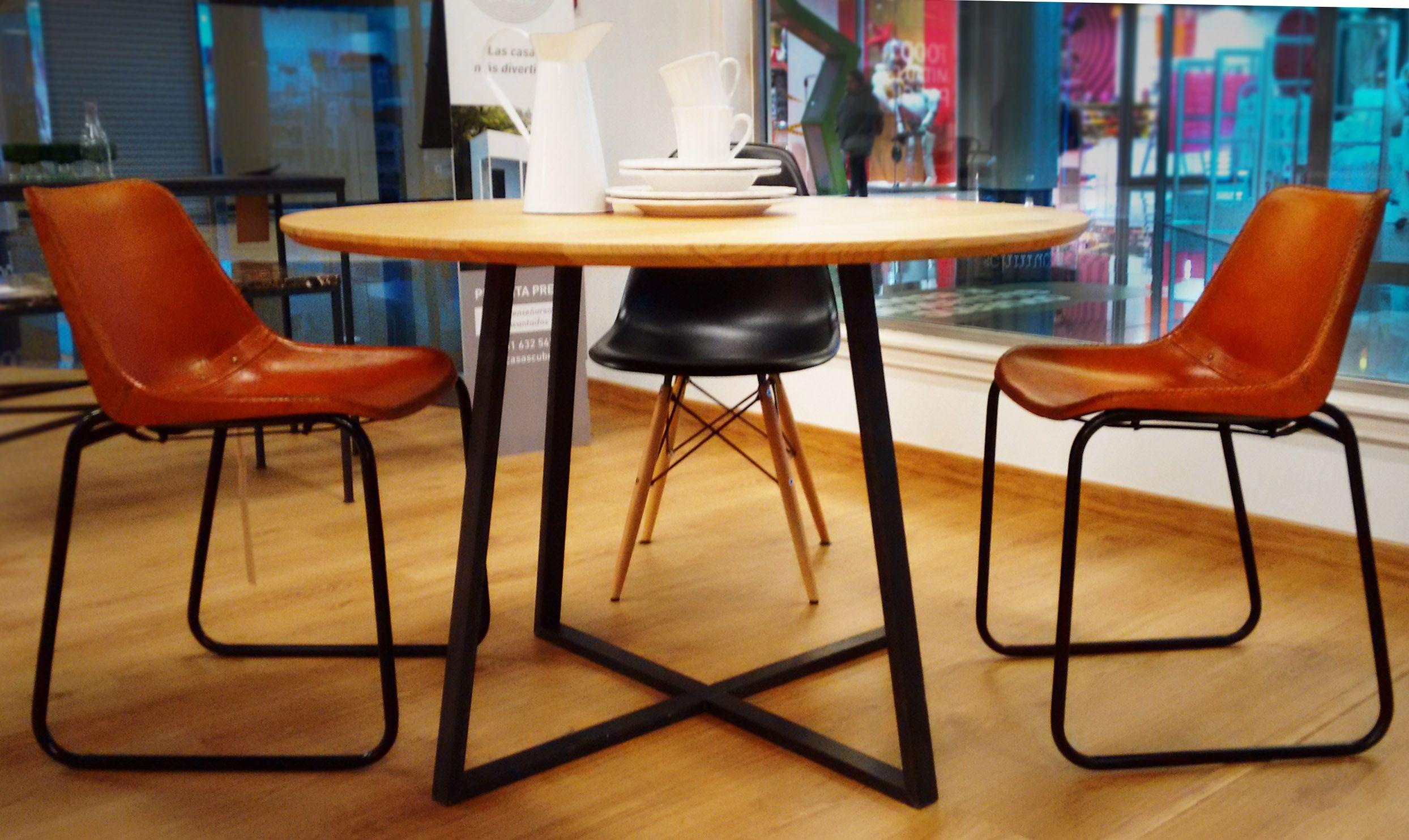 Mesa redonda para comedor de madera maciza de castaño y pletina de ...