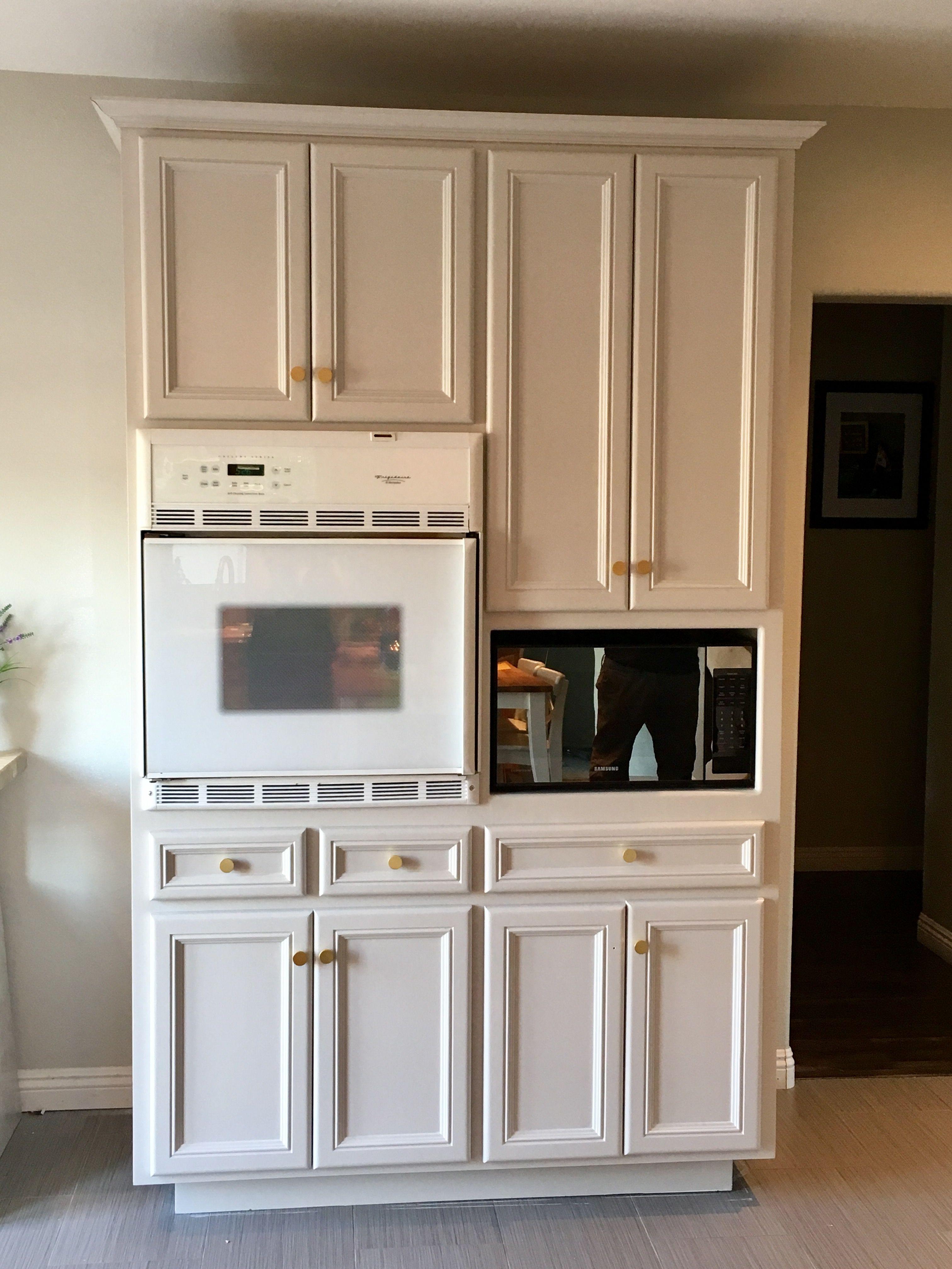 Painted kitchen cabinet using Valspar Cabinet Paint