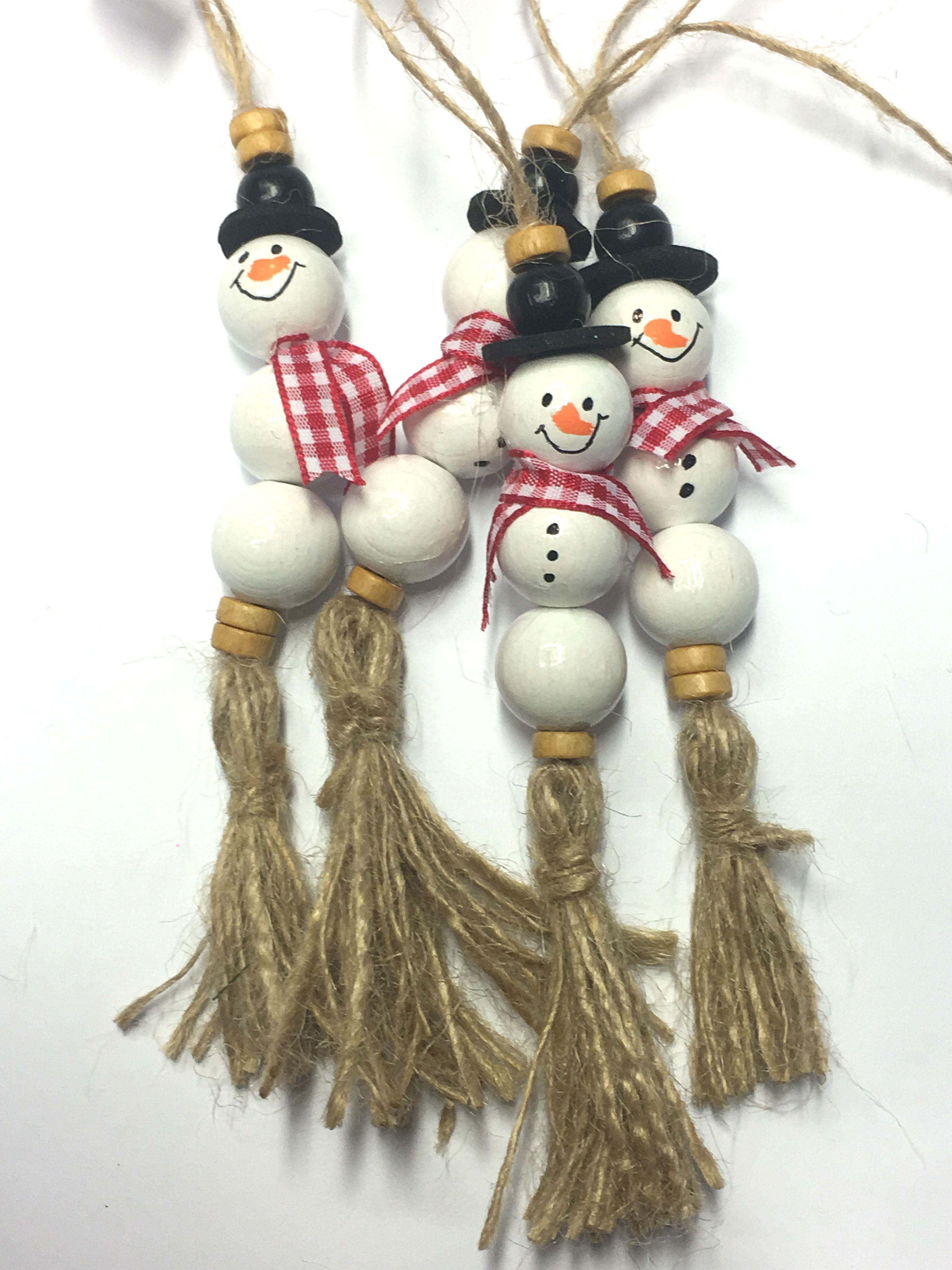 Christbaum Ornament Schneemanner Aus 16mm Holzperlen Und Hanffaden Christmas Ornament Crafts Diy Christmas Ornaments Christmas Crafts