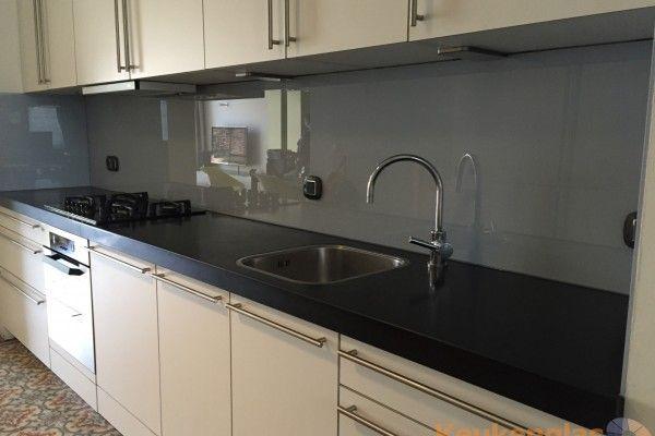 Grijze glazen keuken achterwand brussel keukenglas backsplash