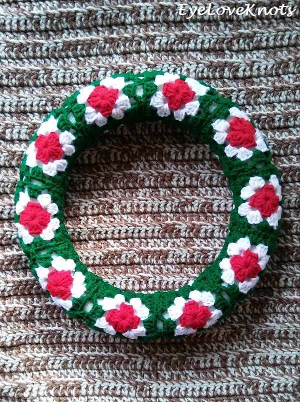 Photo of Granny's Christmas Wreath – Free Crochet Pattern