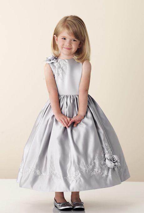 Para aquellas princesas que prefieren su propio color para distinguirse aun mas de la novia!  www.anneveneth.com