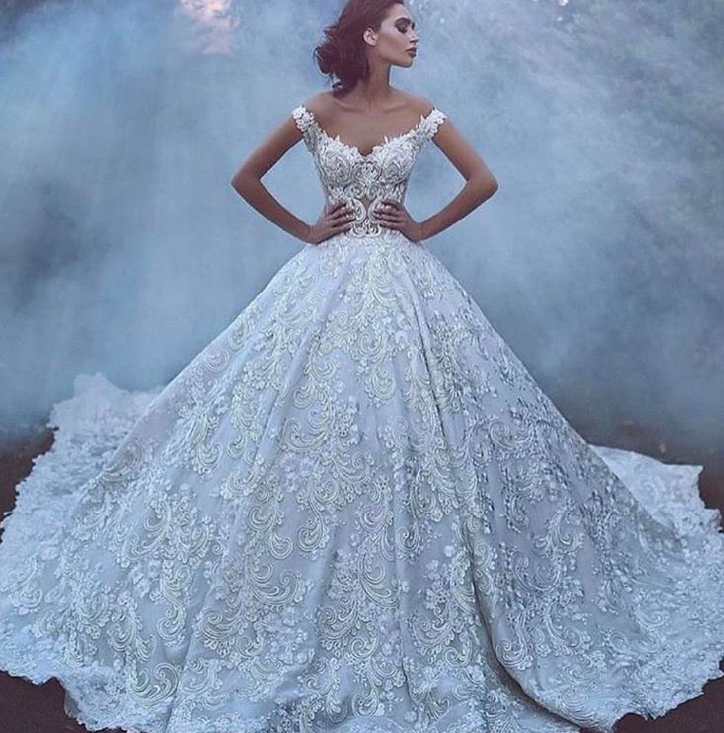 Pin de Brides by Liza en Wedding Neck lines   Pinterest