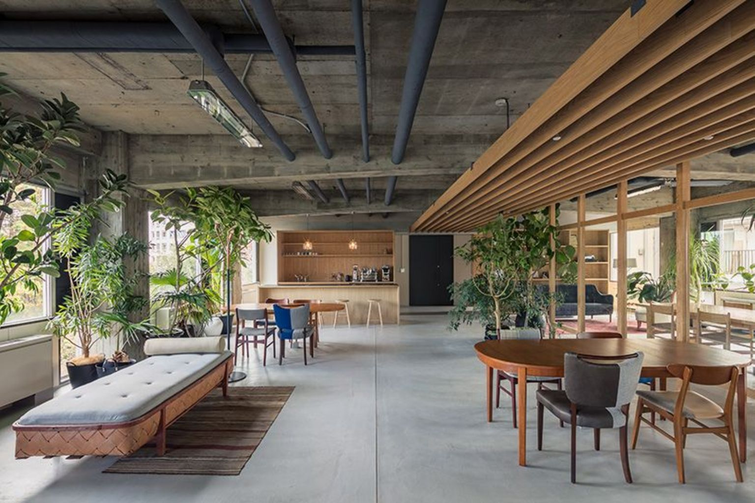 25 Modern Office Spaces That Blend With Nature Modern Office