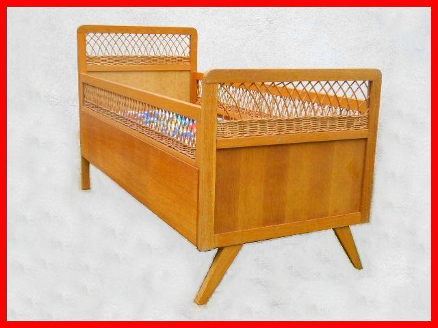 Lit D Enfant Bois Rotin Vintage 1960 Vendu Meubles Vintage Scandinaves Mobilier De Salon Lit Enfant Decoration Bebe