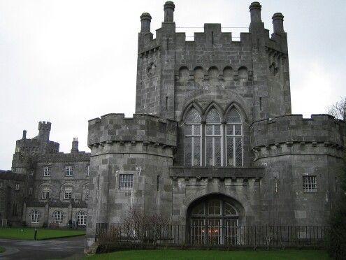 Castillo Kilkenny – IrlandaKilkenny fue construido en 1195 por William Marshal y ahora sirve como sede para conferencias y graduaciones.