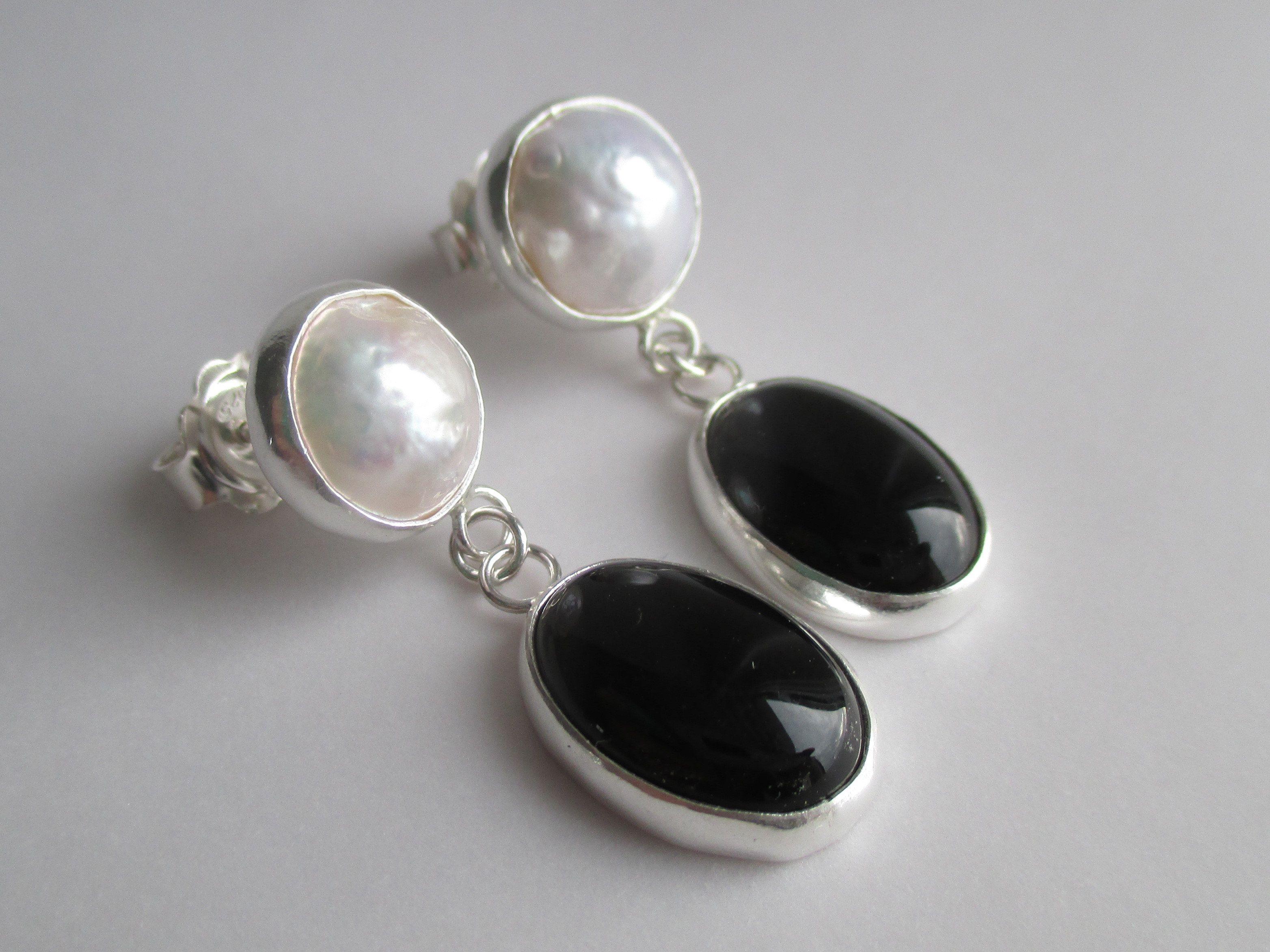 DV Jewels Black Onyx Gemstone Pear Earring