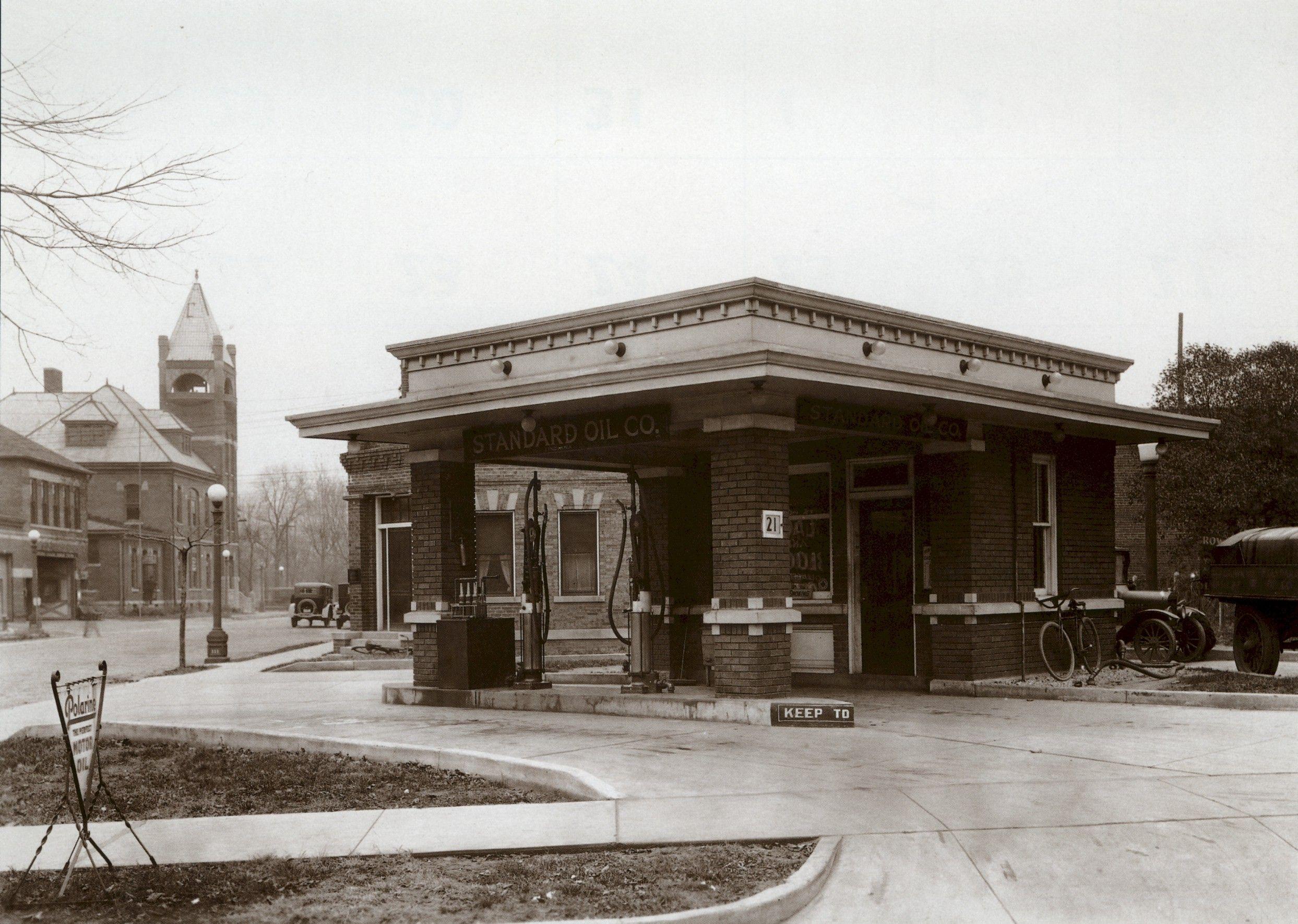 Standard Oil Urbana, IL. 1910's Old gas stations