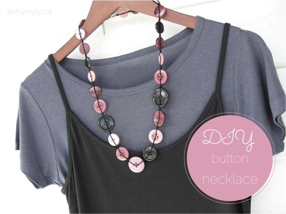 J'adore les boutons! J'ai donc décidé de fabriquer de jolis colliers. J'ai découvert une méthode qui donne un très beau résultat, de qualité, et confortable car