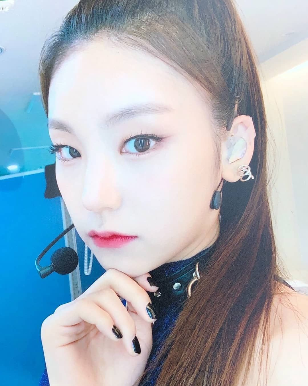 Photos 190215 Itzy Polaroids Received By Fans Today On The Music Core Recording C Itzy Global Itzy Pearl Earrings Ear Cuff