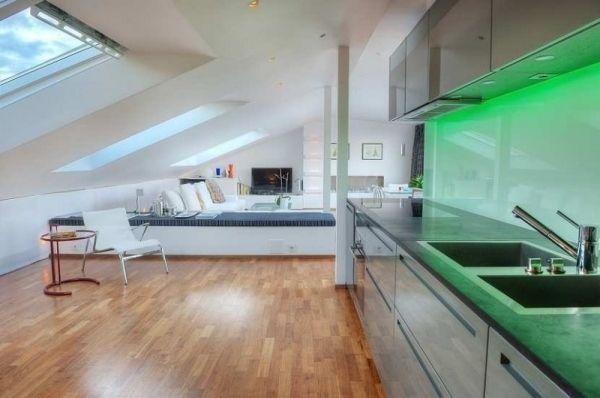 Maisonette Wohnung Moderne Kuche Grüne Beleuchtung