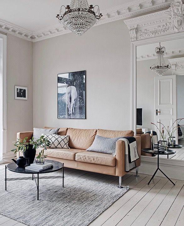 Entre Minimalisme Scandinave Et Moulures Visite Deco Decoration Interieure Clem Around The Corner Deco Petit Appartement Decoration Interieure Salon Minimaliste