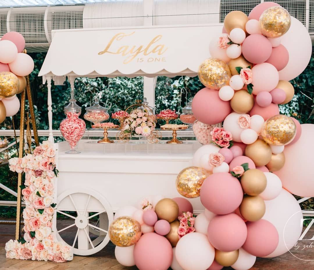Layla S First Birthday Styled By Luxecoutureevents With This Vintage Style Set Up Balloons By Boutiqu Birthday Decorations Birthday Parties Birthday Balloons