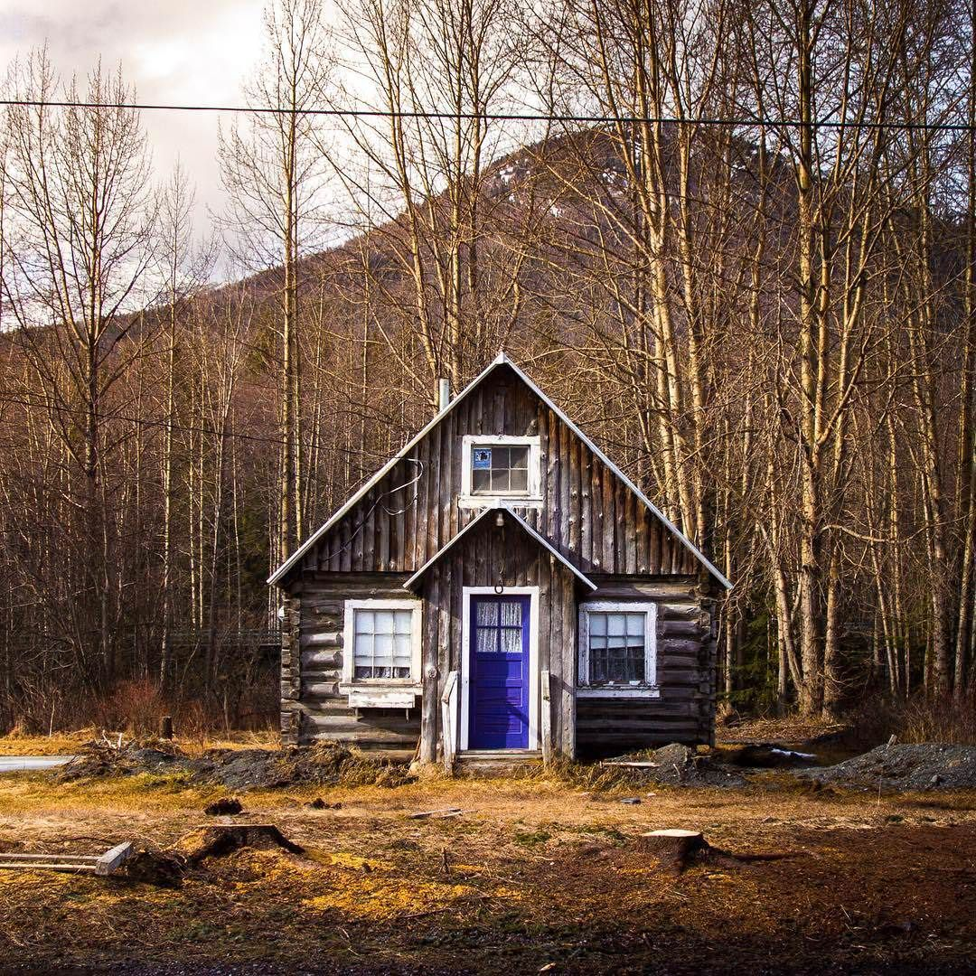 Cozy Cabin With A Bright Blue Door In Alaska Cozy Cabin Cabins In The Woods Cabin Life