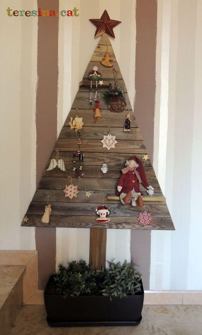 Reciclando tambin en Navidad Arbol con madera reciclada Navidad