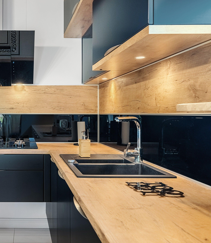 Czarne Matowe Fronty W Zestawieniu Z Drewnianymi Blatami Prezentuja Sie Doskonale Kuchnia Meblekuch Kitchen Inspiration Design Kitchen Inspirations Kitchen