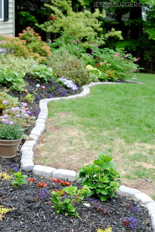 Most people struggle with perfect garden borders, but this idea is