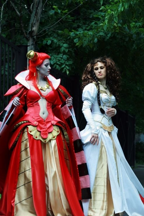 Carmilla Countess(Vampire hunter D) and another character ...