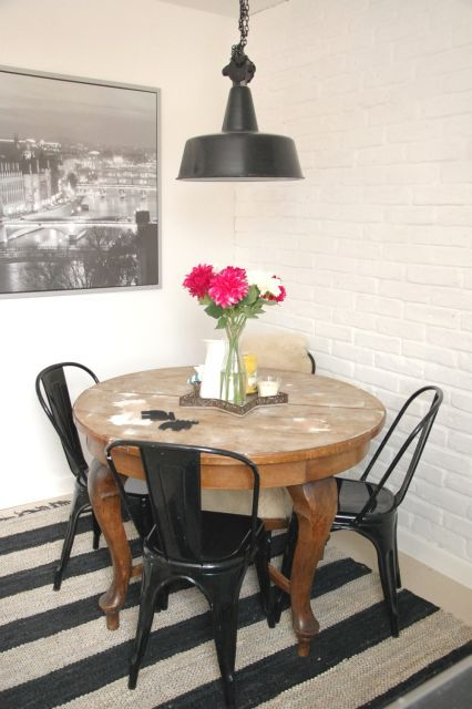 I Actually Like This Round Table With Black Real Old Scholl Chairs Justine With Images Furniture Dining Table Eclectic Dining Room Chic Dining Room