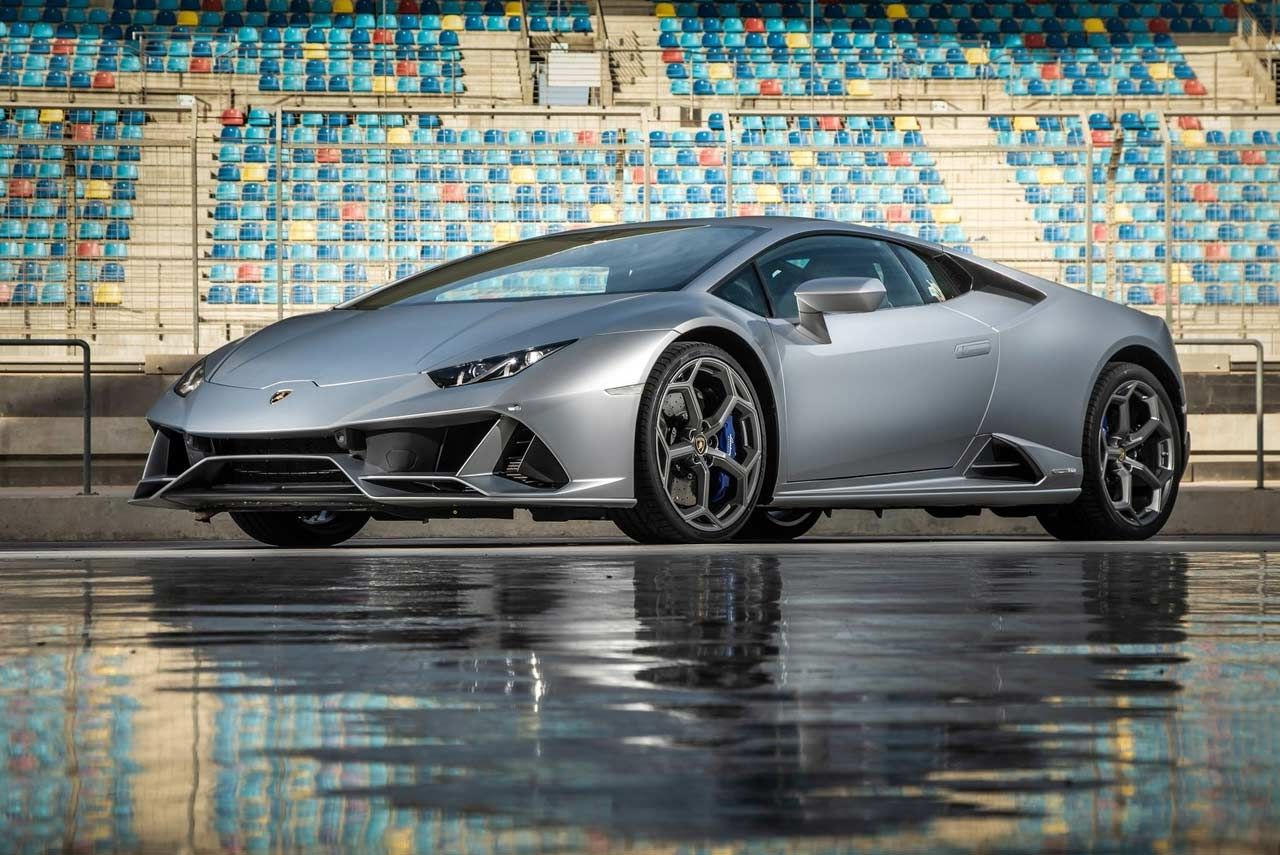 The 2019 Lamborghini Huracan Evo Has Been Launched In India The Supercar Is Priced At Inr 3 73 Crore Ex Showro Lamborghini Huracan Lamborghini Car Wallpapers