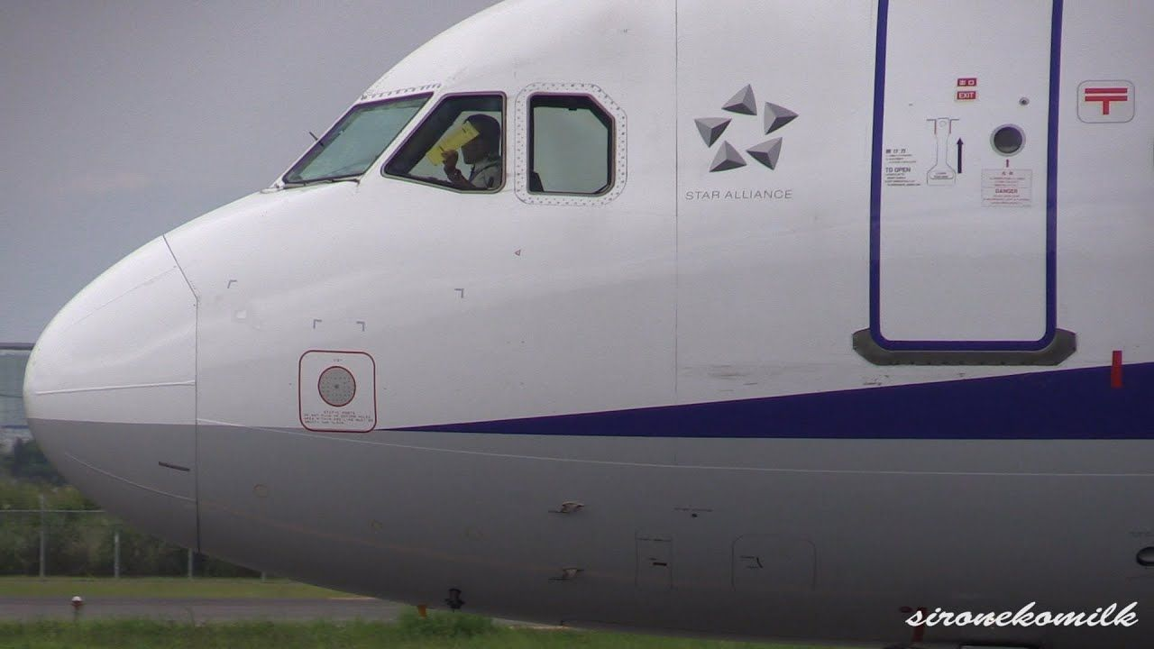 仙台空港 4機連続のタキシングと旅客機の離陸