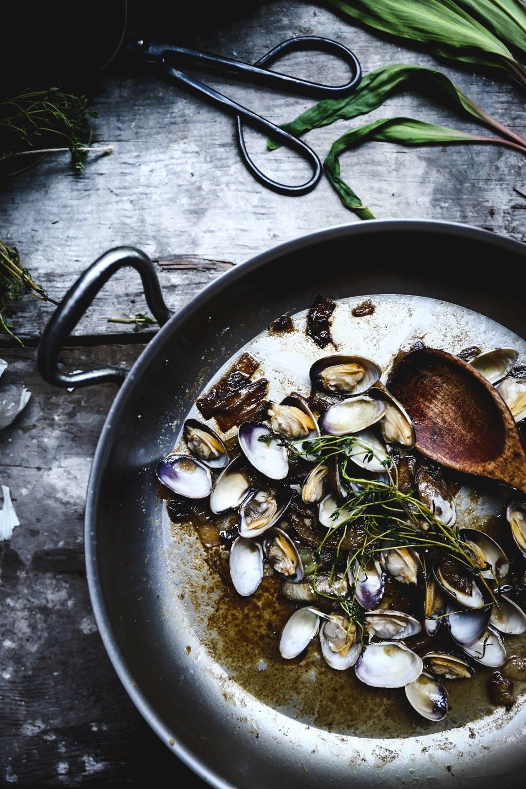 Fresh clam, thyme, white wine and caramelized onion linguini |Photography & Styling by Christiann Koepke of Christiannkoepke.com_-7