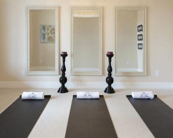 Fitnessraum zu hause gestalten  Yoga Room: 3 Mirrors, 2 Candle Holders | Yoga & Pilates Studio ...