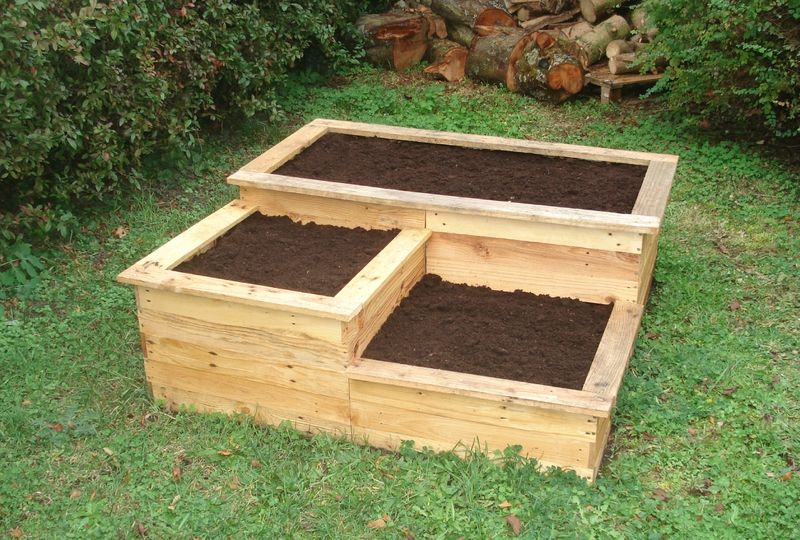 diy carr potager en bois de palette herb garden pinterest potager en bois carr. Black Bedroom Furniture Sets. Home Design Ideas