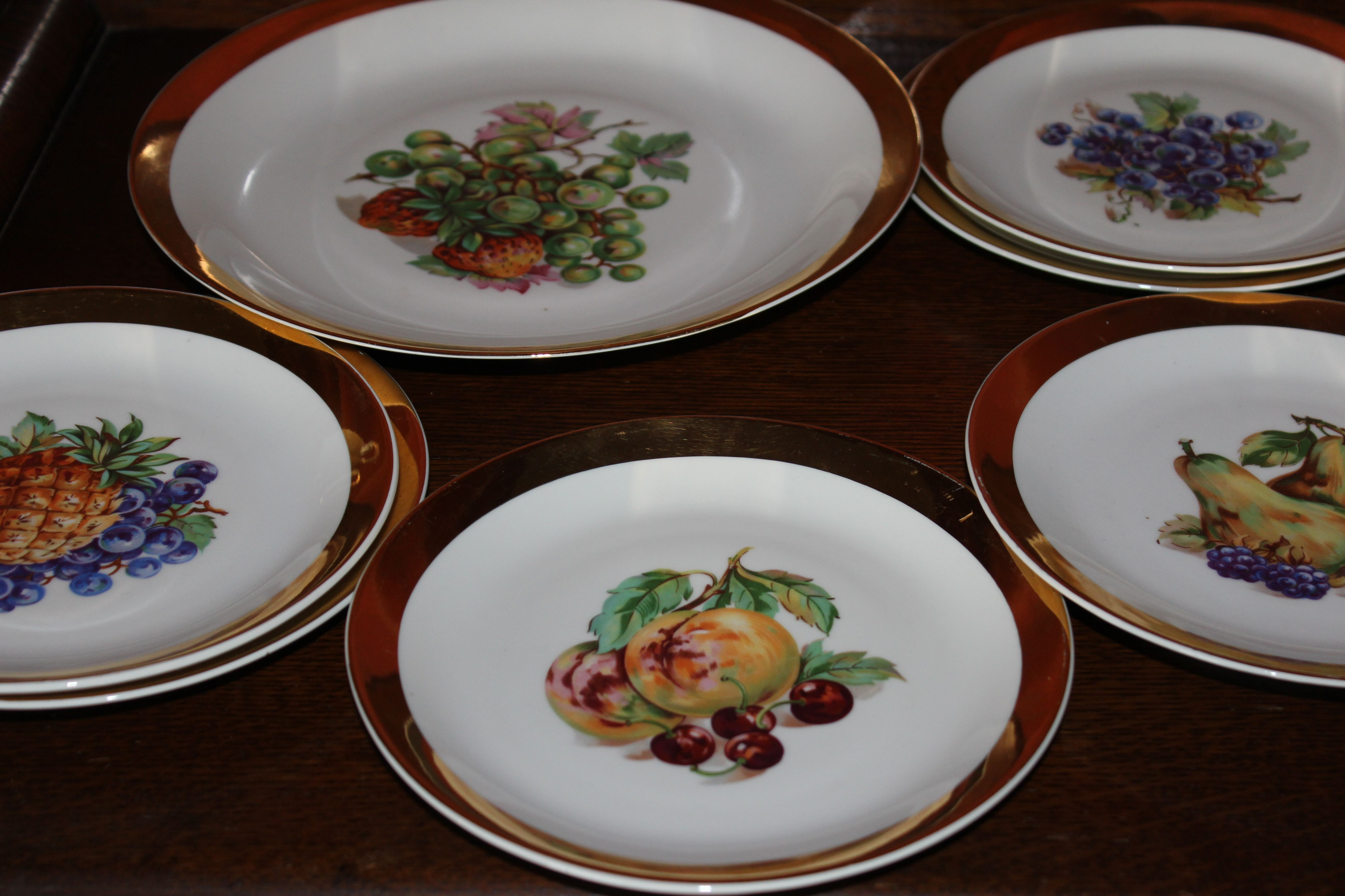 Vintage Bavarian fruit set. Different fruit designs all gold edges. In excellent condition. 6 plates & 1 large plate. £22