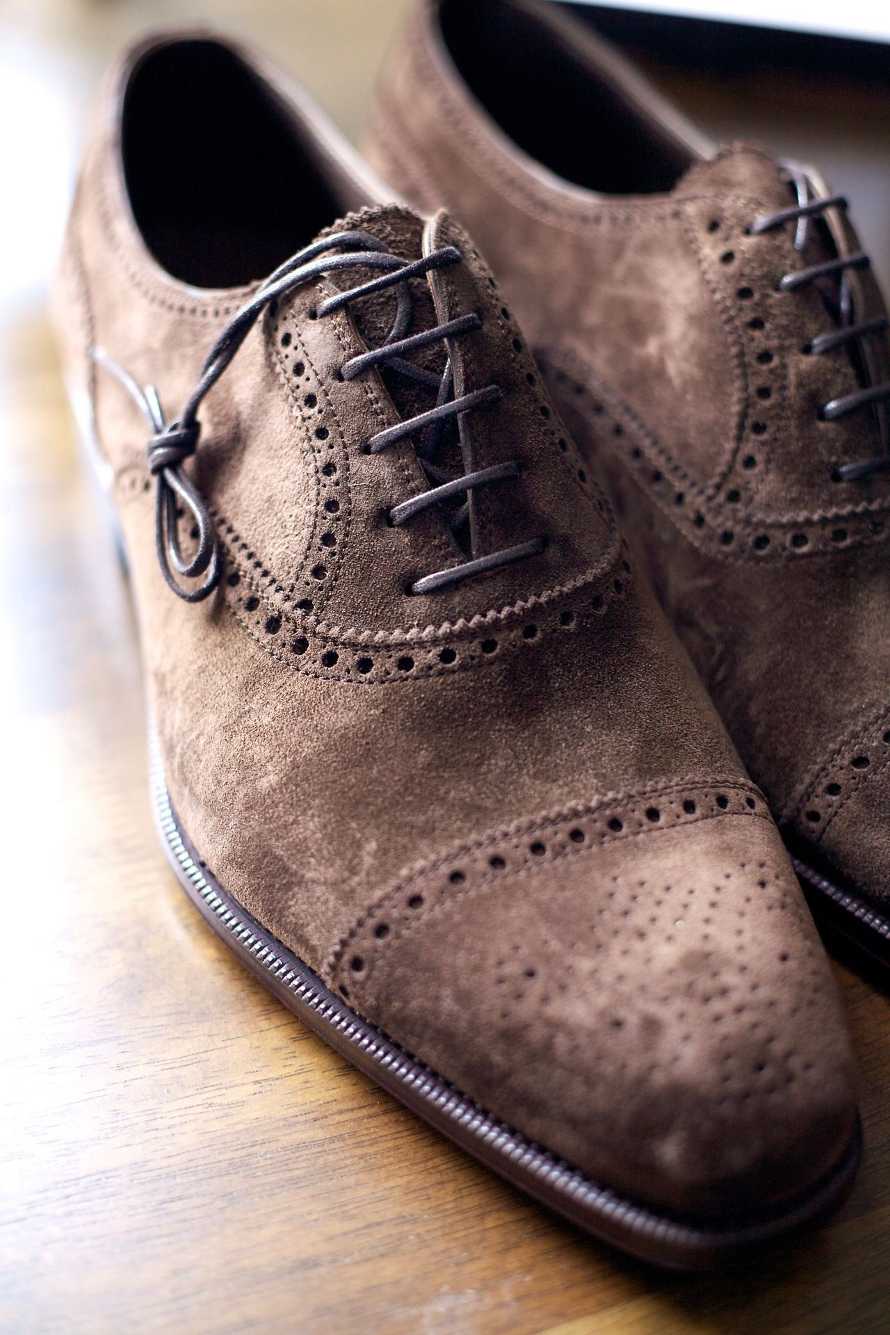 Gentleman shoes, Suede shoes