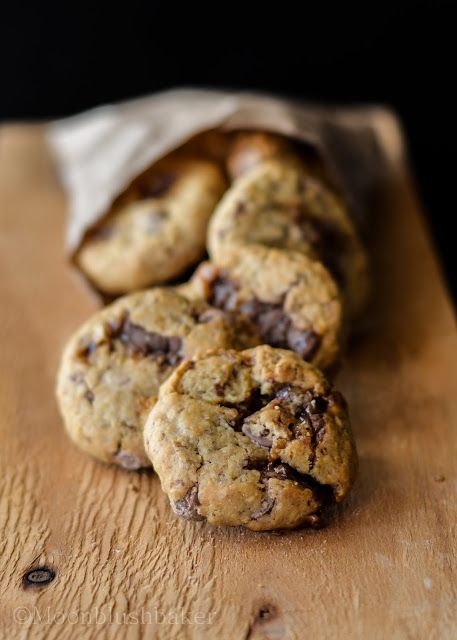 Snowball effect /-/Quinoa flake chocolate caramel chunkies | The moonblush Baker - Love the idea of using quinoa flakes... have to find some
