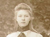 Anne Bolle (Middelburg 6 mei 1883 - 7 juni 1968). Advocate en procureur, verdedigster van de belangen van vrouwen.  http://www.geschiedeniszeeland.nl/tab_themas/themas/vrouwenemancipatie/vier_zeeuwse_vrouwen/bolle/