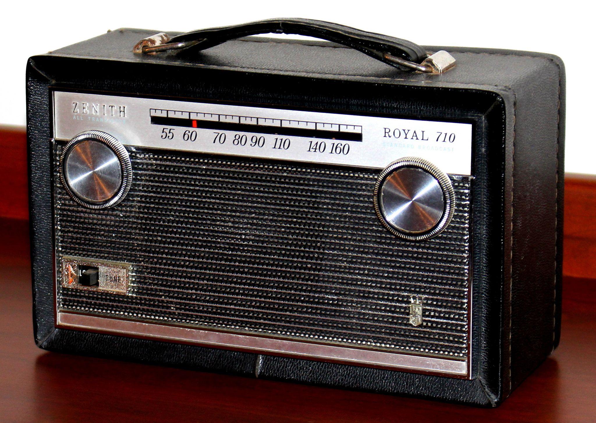 Vintage Zenith Portable Transistor Radio Model Royal 710m Am