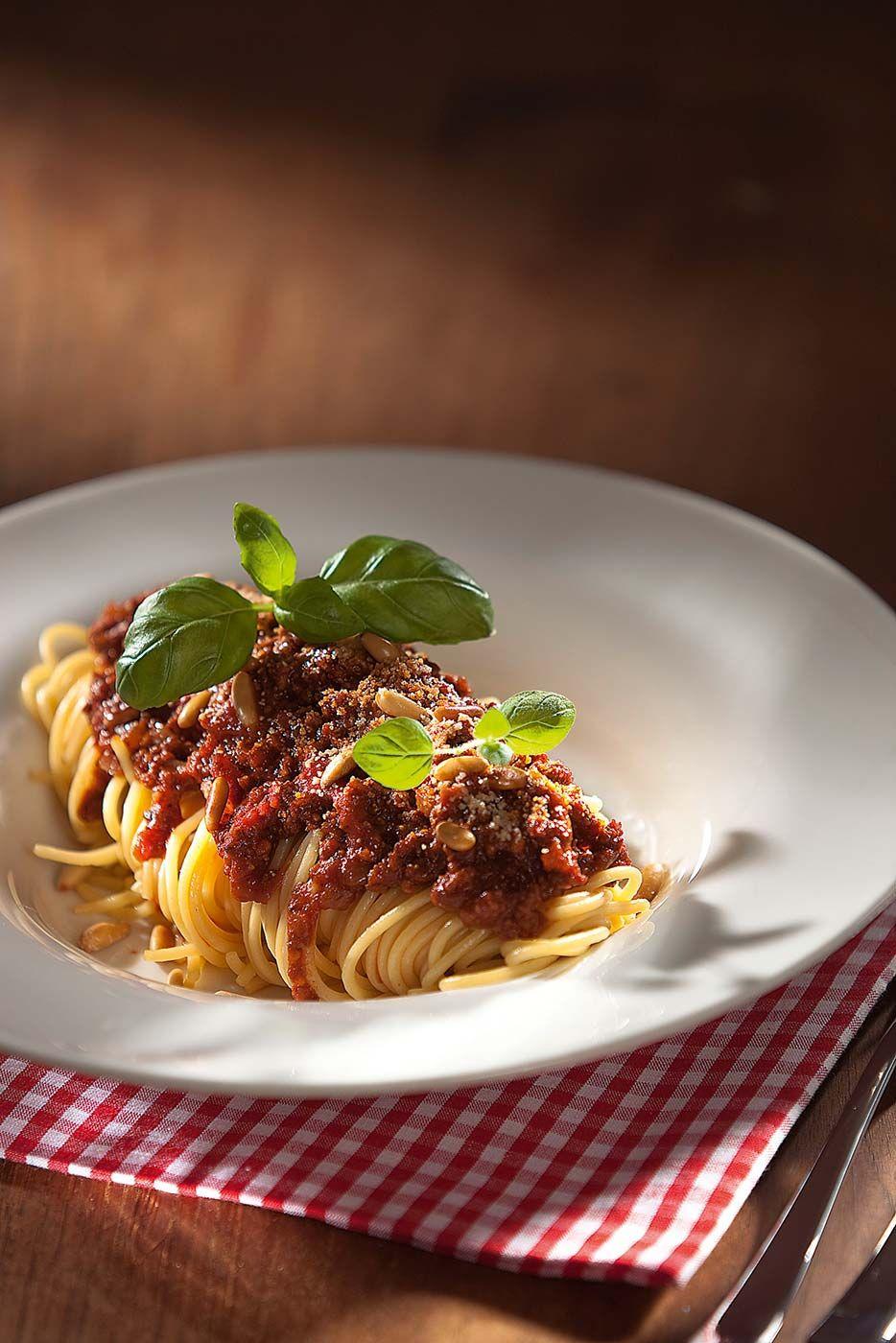 vegane spaghetti bolognese von attila hildmann essen. Black Bedroom Furniture Sets. Home Design Ideas