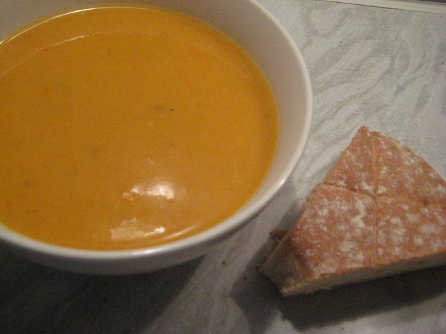 Bataatti-porkkanakeitto