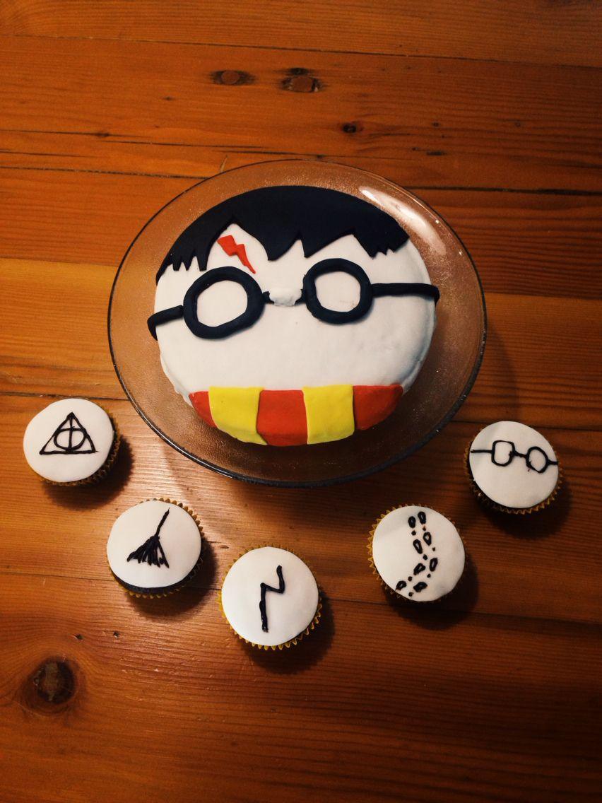 Harry Potter Cake Simple And Doable Harrypotter Harry Potter