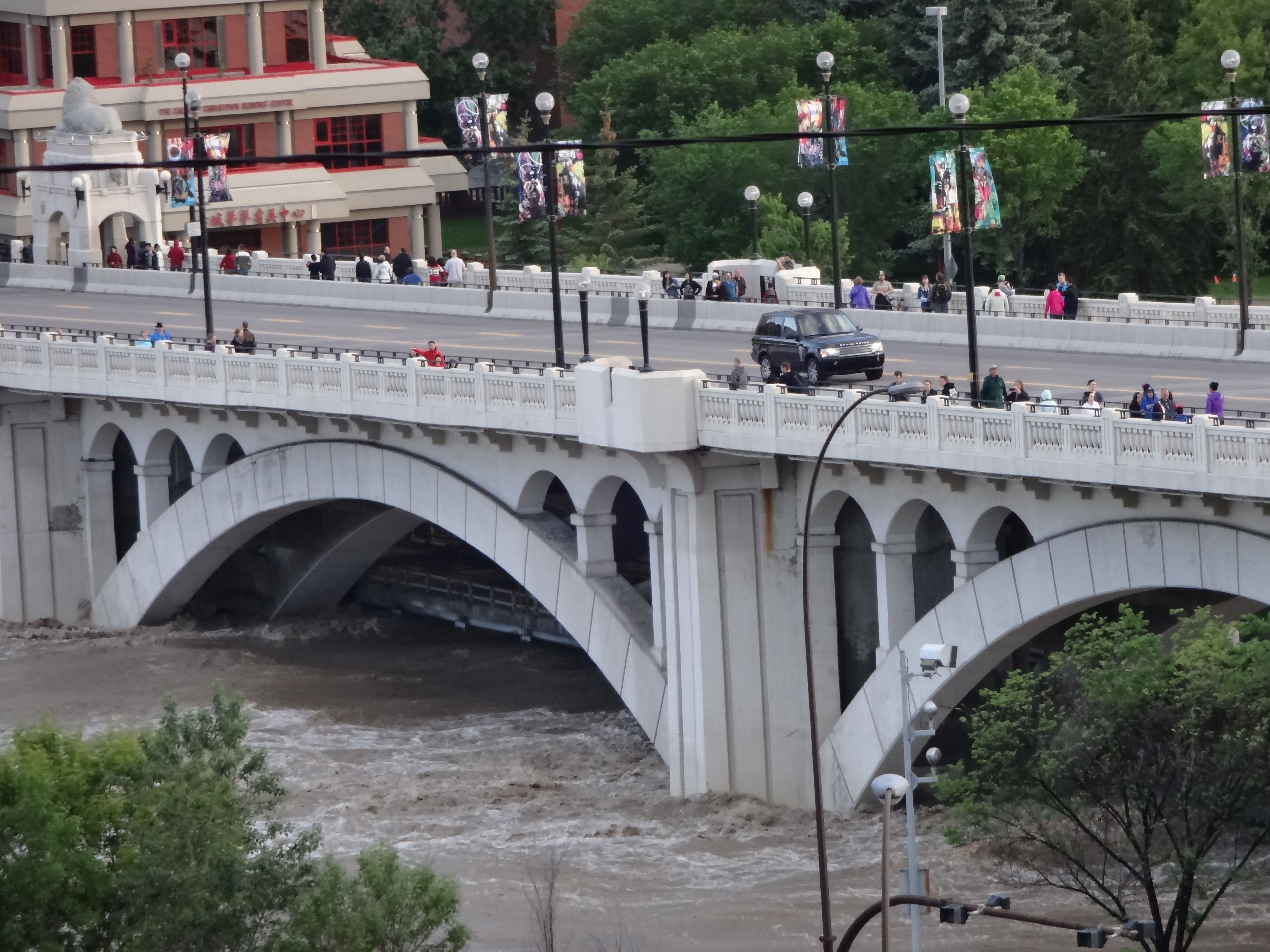 Flooding of the lower level of Centre Street Bridge and