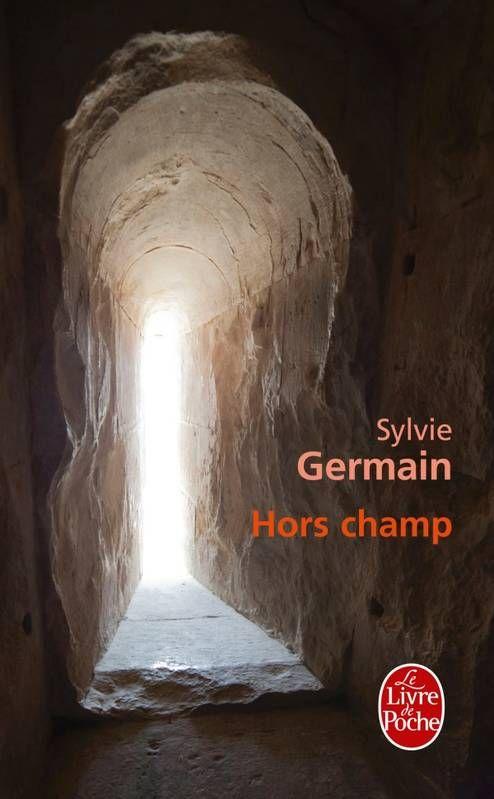 """""""Hors champ"""" de Sylvie Germain, Le Livre de Poche. Voilà un livre très bizarre mais admirablement bien écrit... Je ne sais quoi vous en dire sans en dévoiler l'histoire... C'est du fantastique ancré dans le réel..."""