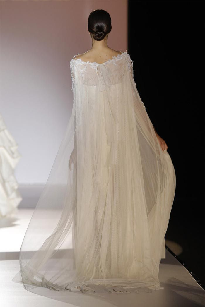 novia-con-capa-tipo-gasa-juana-martin | e. vestidos, zapatos, ropa